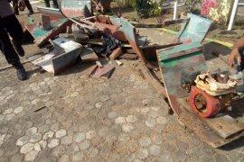 Kapal nelayan pelaku bom ikan dimusnahkan