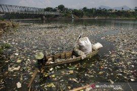 Sampah kiriman di sungai Citarum Meningkat