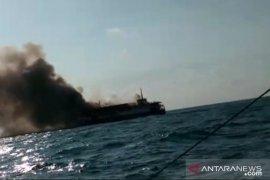 KM Bahari Indonesia alami kebakaran di perairan Pulau Belitung, api diduga dari kendaraan yang dimuat