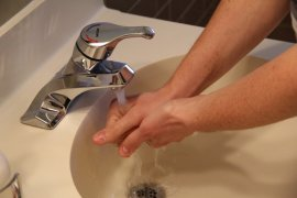 Basuh dengan air mengalir, langkah awal agar luka bakar tak berbekas