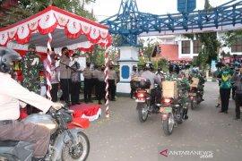 Ratusan paket bantuan sosial COVID-19 dari TNI dan Polri disalurkan