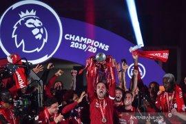 Hasil pertandingan Liga Inggris hingga Liverpool jalani upacara angkat trofi