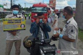 Satuan Resnarkoba Polres Tanjungbalai bagikan 1.000 masker ke masyarakat