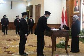 Gubernur lantik Busrul Iman sebagai Dirut Bank Jatim