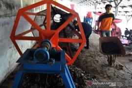 Pengolahan sampah organik menjadi pupuk kompos di Bogor Jawa Barat