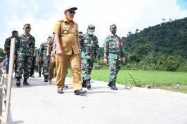 Bupati Kayong Utara gandeng TNI realisasikan Desa Mandiri