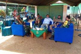 Mayjen TNI Sapriadi Komsos dengan Forkopimda di Posko TMMD