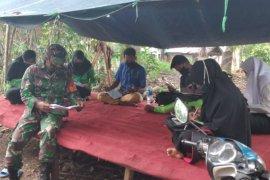Babinsa Muara Uya pantau proses pembelajaran siswa Desa Binjai
