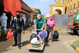 55,7 persen pasien positif COVID-19 di Indonesia  sembuh