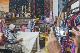 Pemkab Bekasi dorong UMKM pasarkan produk secara daring di masa pandemi