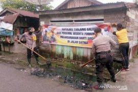 Peduli keluhan warga, Wakapolres Tanjungbalai pimpin gotong royong