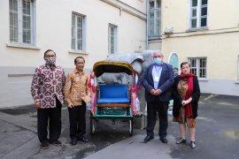 Museum di Moskow Rusia koleksi becak dari Yogyakarta