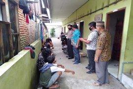 Delapan waria dan dua wanita diamankan Polsek Binjai Timur dari rumah kos-kosan