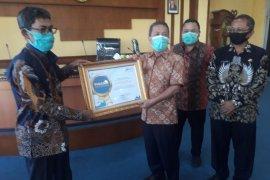 Pemkab Batanghari terima penghargaan dari BPS
