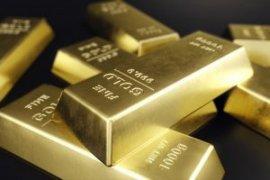 Emas stabil terganjal penguatan dolar, data ekonomi positif