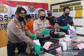 Polisi ringkus pencuri bermodus pengepul rongsokan