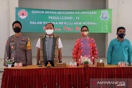 Forkopimda Bangka Barat salurkan bantuan sembako di Parittiga