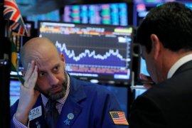 Wall Street  lebih rendah dipicu aksi jual jelang akhir pekan