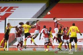 Arsenal kirim Watford terdegradasi