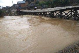 Satu jembatan di Pulau Taliabu ambruk akibat luapan air sungai