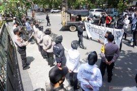Mahasiswa Tulungagung demo protes pembiaran tambang pasir liar Sungai Brantas