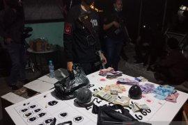 Asyik main dadu koprok, tiga pria warga Jakarta diciduk polisi