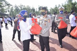 Alumni Akpol 1991 bagikan sembako kepada warga terdampak COVID-19 di Sumut