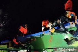 KLM Bukit Rahmat tenggelam, 30 penumpang berhasil diselamatkan