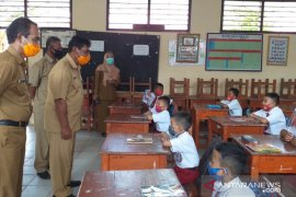 Bupati Belitung tinjau penerapan protokol kesehatan di sekolah