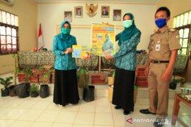 Tim Penggerak PKK Batola bantu warga Wanaraya