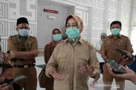 Walikota Tangsel imbau petugas pemotong hewan kurban gunakan APD