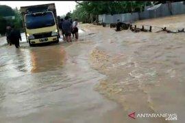 Mukomuko salurkan bantuan untuk korban banjir