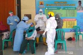 Pemkab Cirebon terus melakukan tes usap massal