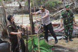Penertiban PETI di Jambi berlanjut, polisi tutup 30 sumur minyak ilegal di Lubuk Napal Sarolangun