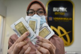 Turun Rp2.000, harga emas  hari ini Rp1.024.000/gram