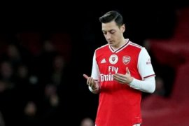 Ozil tegaskan  bertahan hingga kontraknya di Arsenal habis