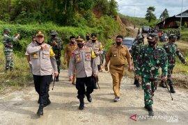 Kapolda Maluku tinjau anggota amankan bekas PETI di Gunung Botak