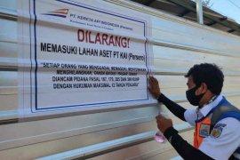 PTKAI Cirebon tertibkan warga yang duduki aset negara