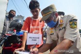 Tak kenakan masker di Bogor diberikan sanksi nyanyi Indonesia Raya