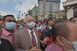 Najib Razak membayar uang jaminan RM2 juta