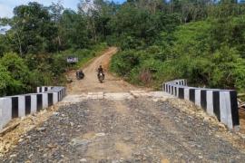 Percepat pembangunan jalan, Satgas TMMD 108 Kodim 1202/Skw kerahkan alat berat