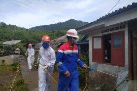 Tirta Sibayakindo - Pertamina Geothermal Energy Area Sibayak lakukan penyemprotan disinfektan secara rutin di Karo