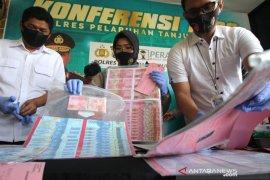 Polisi Surabaya ungkap peredaran uang palsu