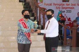 Wali Kota serahkan piala pemenang pemuda pelopor