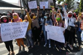 Aksi aliansi pekerja sor terop Kediri