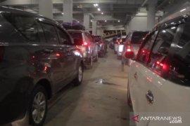 Hari ini, penumpang kendaraan di Pelabuhan Merak diprediksi membludak