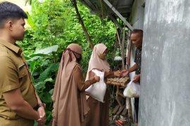 Sambut Idul Adha, Disdukcapil Aceh Tengah bantu warga kurang mampu