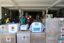 BNPB bantu satu mesin PCR untuk penanganan COVID-19 di Surabaya