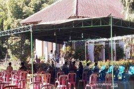 Jenazah budayawan Ajip Rosidi akan dimakamkan di makam keluarga di Magelang