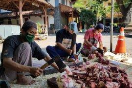 Pesantren Tebuireng Jombang menyembelih 22 ekor sapi
